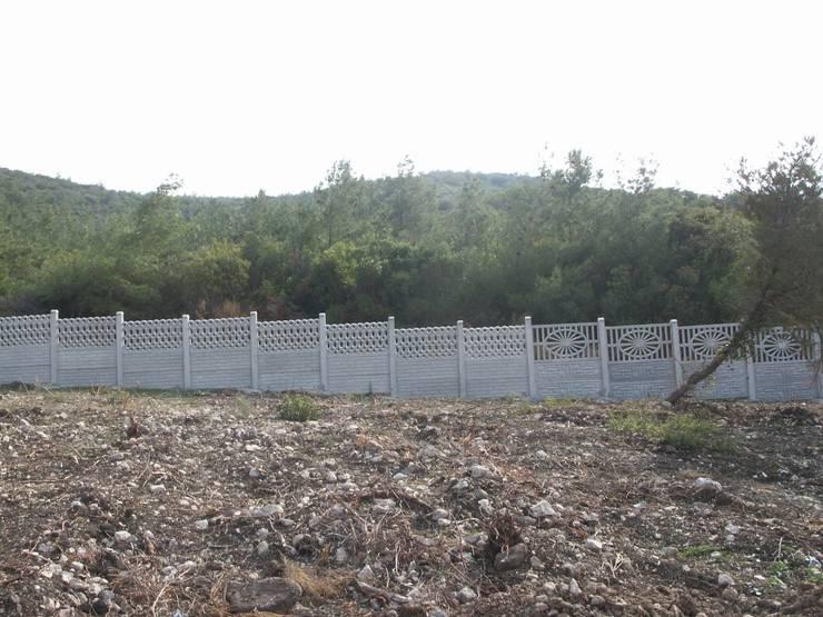 BAHÇE DEKOR Beton Bahçe Elemanları ve Gıda San. Tic. Ltd. Şti. – 160 cm yükseklikte ki çevre duvarı:  tarz Duvar & Zemin