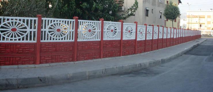 BAHÇE DEKOR Beton Bahçe Elemanları ve Gıda San. Tic. Ltd. Şti. – 160 cm yükseklikte GİRNE modeli bahçe duvarı:  tarz Duvar & Zemin
