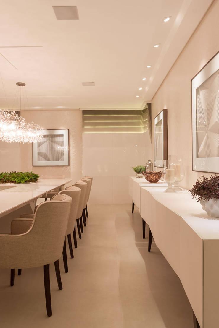 Mostra Casa Cor SC 2014: Salas de jantar  por Calli Arquitetura