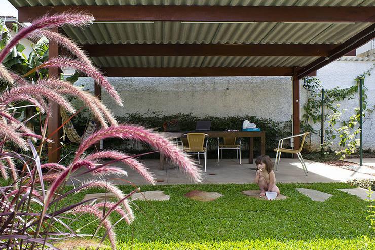 Atelier Bijari: Casas  por ODVO Arquitetura e Urbanismo