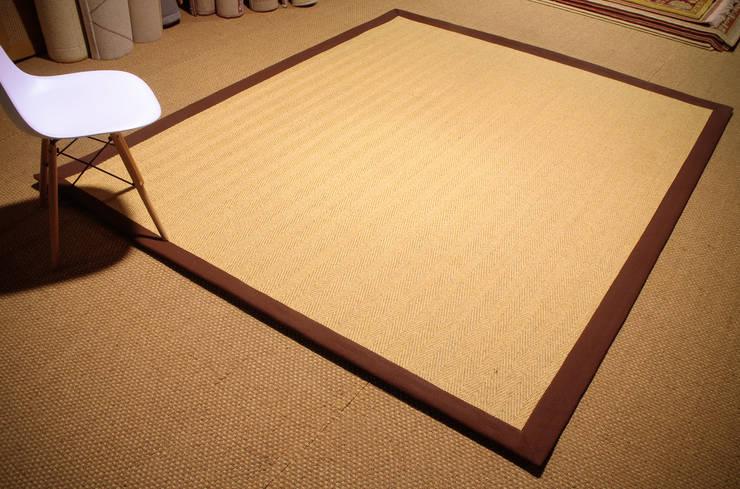 Alfombra de fibra de sisal. Modelo Menorca.: Comedor de estilo  de Mundoalfombra