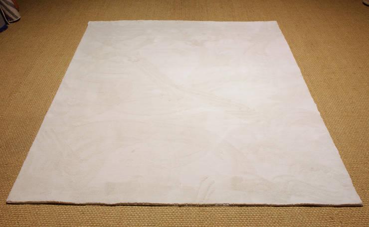 Alfombra a medida de Tacto Suave. Modelo Great Seda: Dormitorios de estilo  de Mundoalfombra