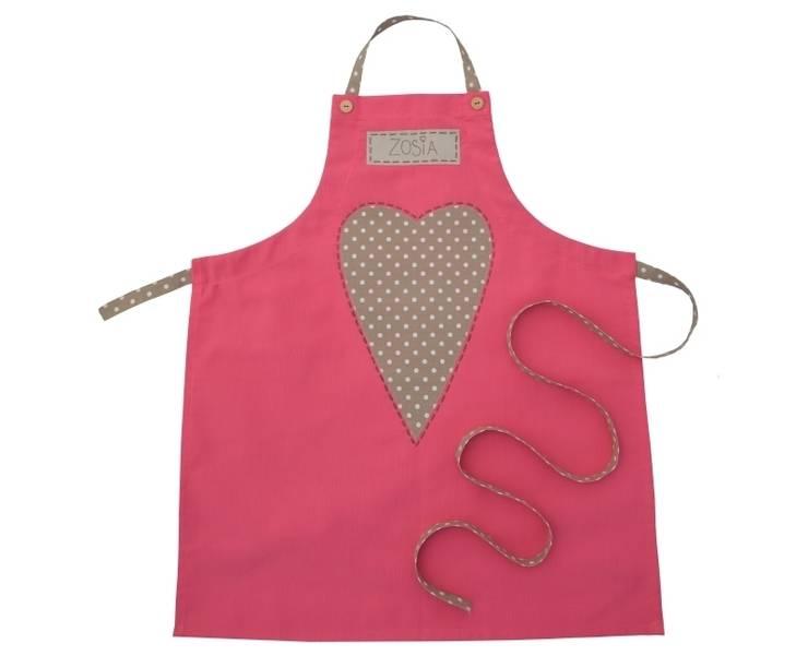 fartuch kuchenny różowy z sercem w kropeczki: styl , w kategorii Kuchnia zaprojektowany przez Drewniany Guzik