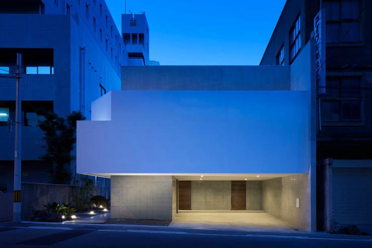 外観(夕景): ARCHIXXX眞野サトル建築デザイン室が手掛けた家です。