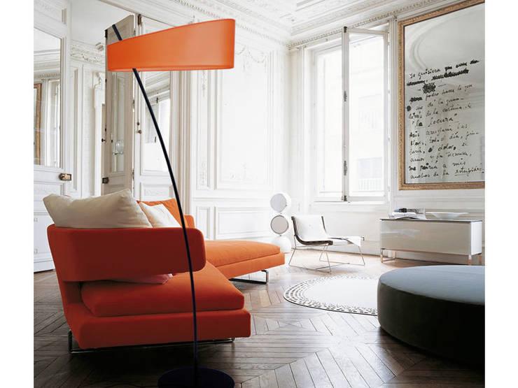Lampadaire GROOVY: Salon de style  par LUZ EVA