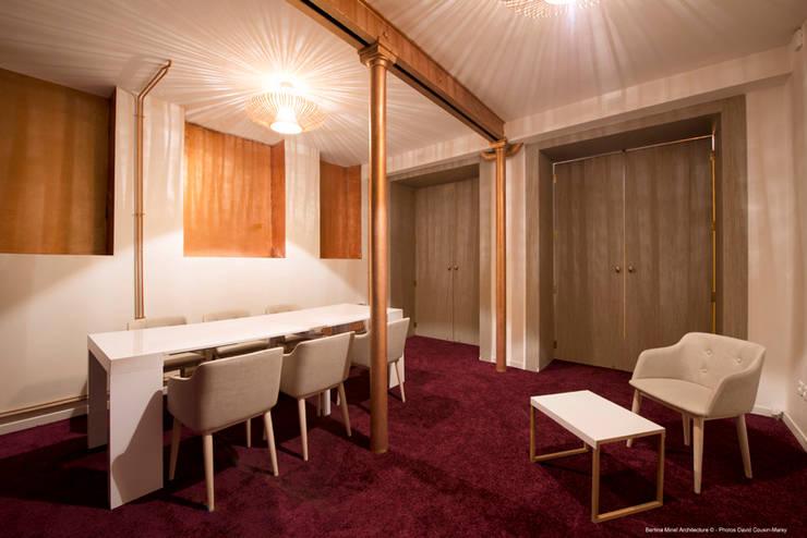 showroom coworking: Bureaux de style  par Bertina Minel architecture