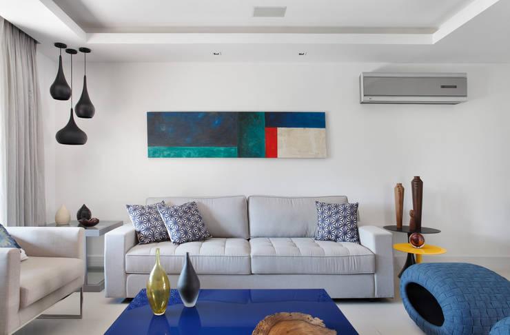 Sala de estar: Salas de estar  por Amanda Miranda Arquitetura