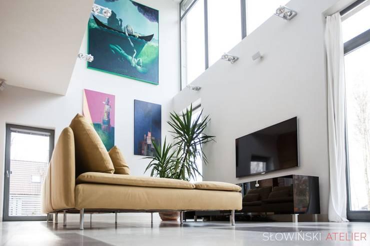 Salon: styl , w kategorii Salon zaprojektowany przez Atelier Słowiński