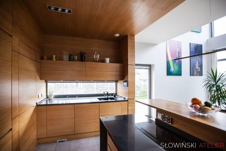 Kuchnia: styl , w kategorii Kuchnia zaprojektowany przez Atelier Słowiński