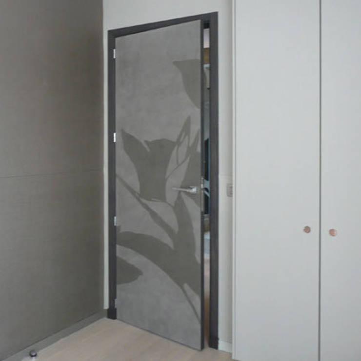 porte intérieure : Cuisine de style  par Atelier TO-AU