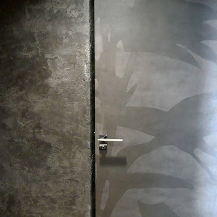 porte intérieure: Fenêtres & Portes de style  par Atelier TO-AU