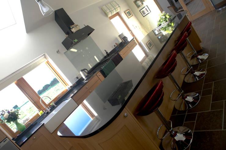 Woodhead Croft, Maryculter, Aberdeen:  Kitchen by Roundhouse Architecture Ltd