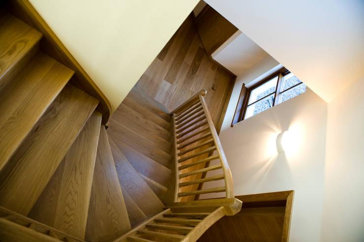 Woodhead Croft, Maryculter, Aberdeen:  Corridor & hallway by Roundhouse Architecture Ltd