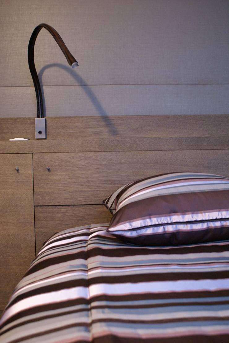 Tête de lit: Chambre de style  par Atelier TO-AU