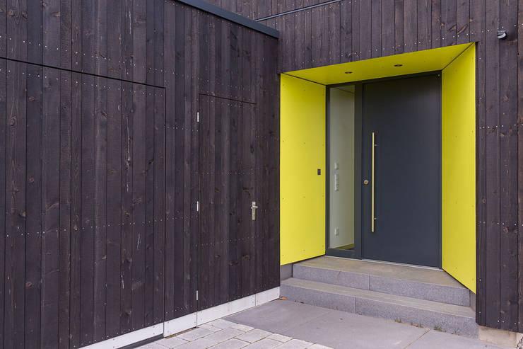 Eingang:  Häuser von ku architekten