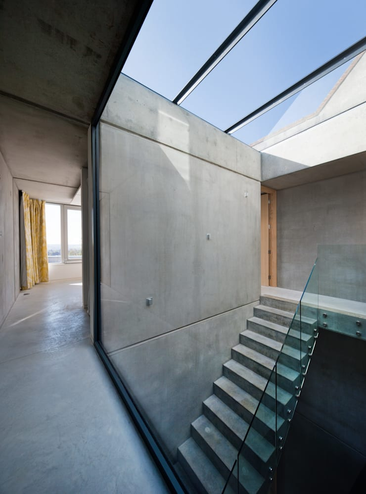 Hill Top House:  Corridor & hallway by Adrian James Architects