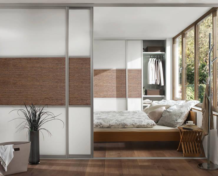 Raumteiler Und Einbauschrank: Moderne Schlafzimmer Von Elfa Deutschland GmbH