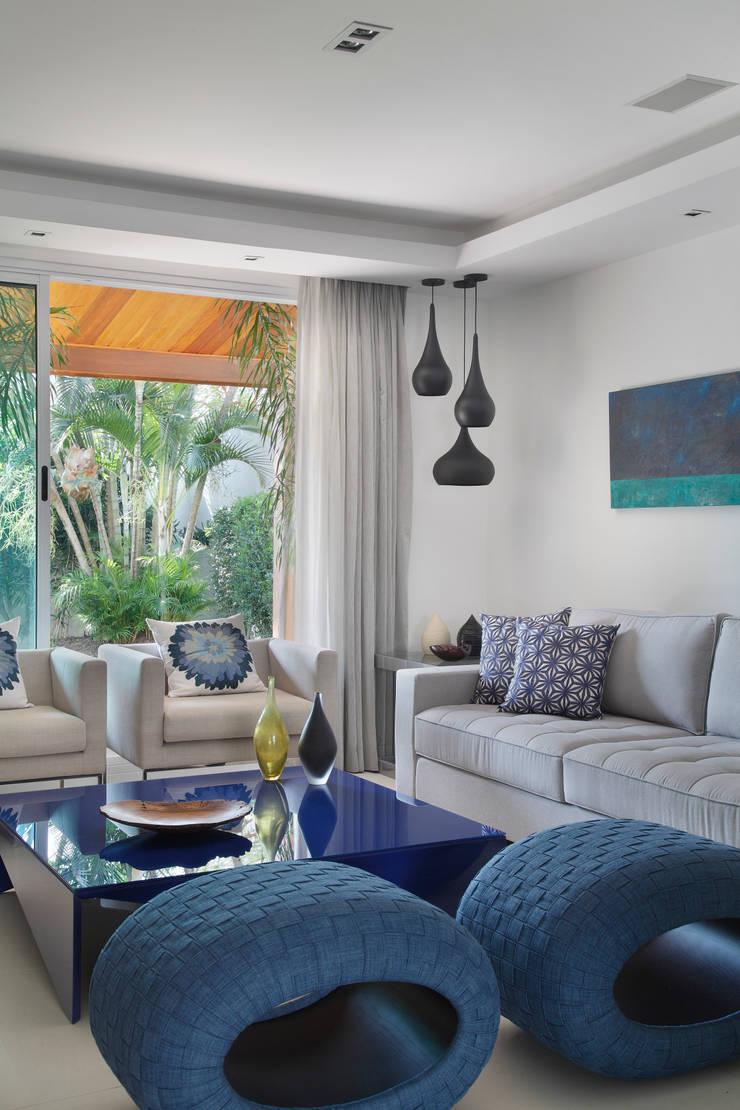 Detalhe Sala de estar: Salas de estar  por Amanda Miranda Arquitetura
