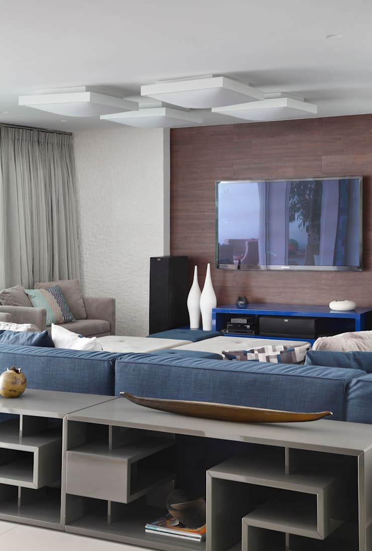 Sala de Home Theater: Salas multimídia  por Amanda Miranda Arquitetura