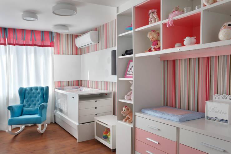 Dormitorios infantiles de estilo  por Amanda Miranda Arquitetura