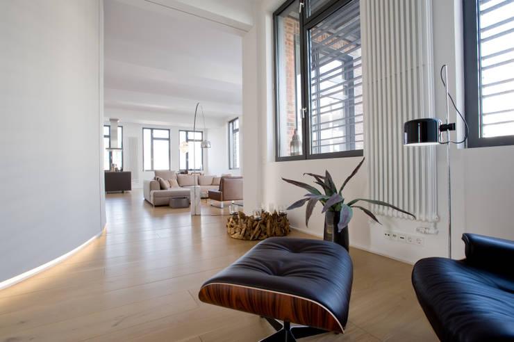 غرفة المعيشة تنفيذ SNAP Stoeppler Nachtwey Architekten BDA Stadtplaner PartGmbB