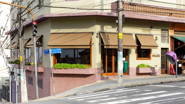 Restaurante Esquina Mocotó: Espaços gastronômicos  por LAB Arquitetos