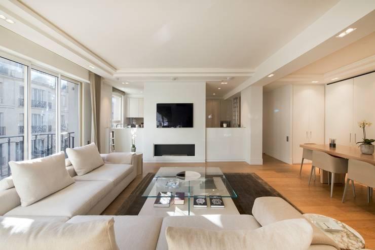 Appartement Paris XVI: Salon de style  par Atelier TO-AU