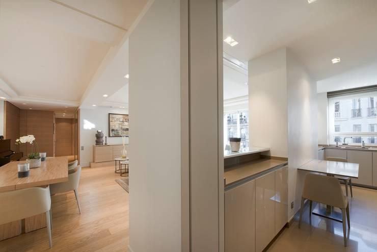 Kitchen by Atelier TO-AU, Modern