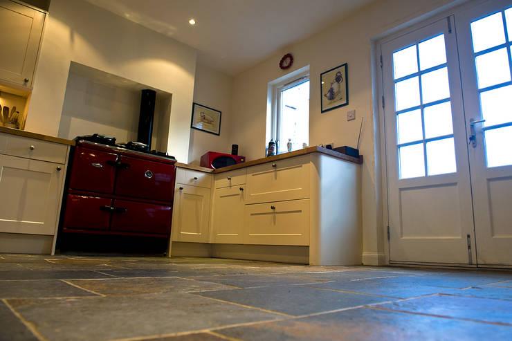 Craigentath, Blairs, Aberdeenshire:  Kitchen by Roundhouse Architecture Ltd