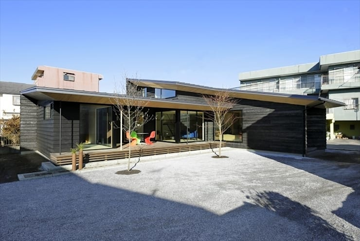 Yakisugi House: 長谷川拓也建築デザインが手掛けた家です。