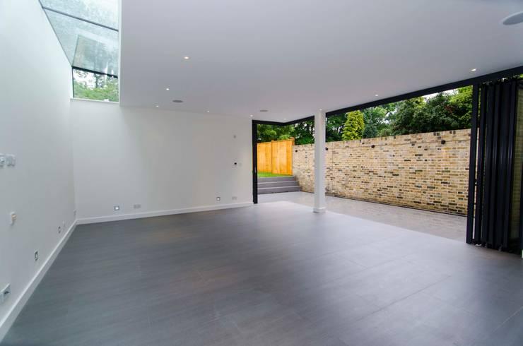 Hampstead development:  Living room by London Refurbishments