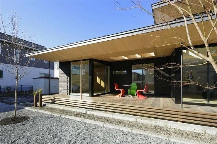 Yakisugi House: 長谷川拓也建築デザインが手掛けたテラス・ベランダです。