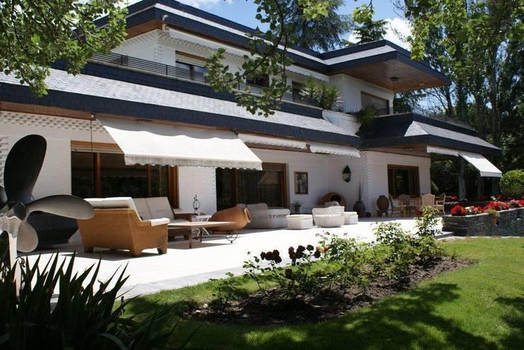 Terraza: Terrazas de estilo  de Bernadó Luxury Houses