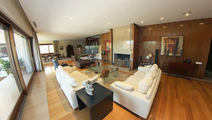 Salón: Salones de estilo  de Bernadó Luxury Houses