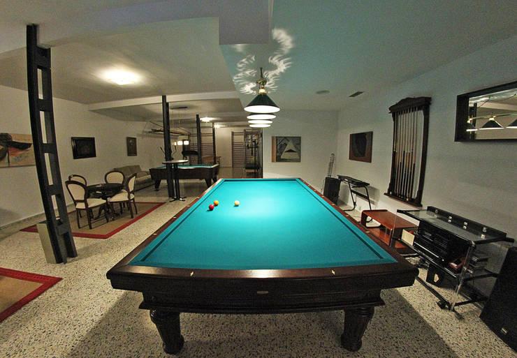 Salas de estar clássicas por Bernadó Luxury Houses