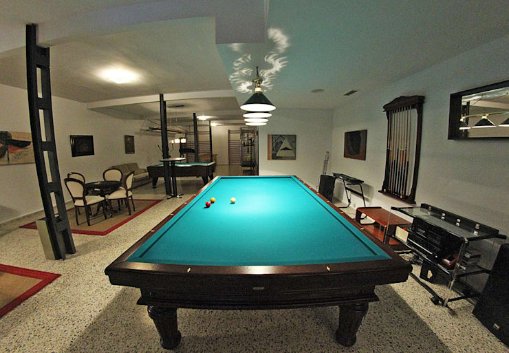 Sala billar: Salones de estilo clásico de Bernadó Luxury Houses