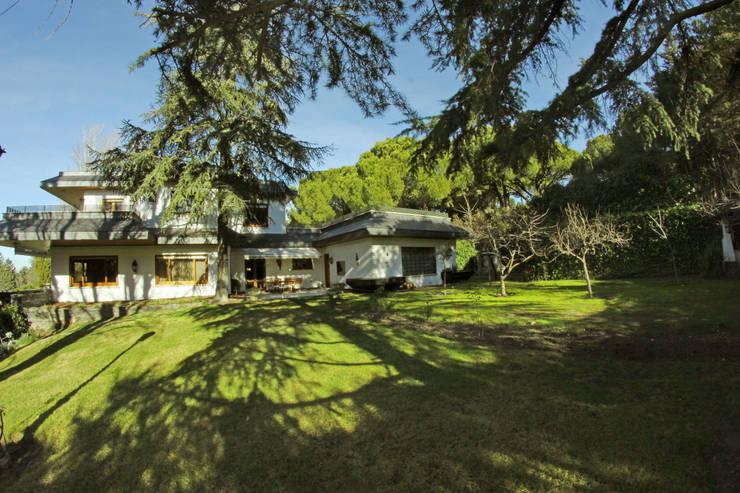 Jardín: Jardines de estilo  de Bernadó Luxury Houses