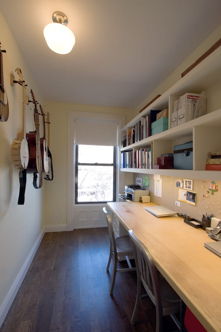 Greenwood Heights Townhouse:  Study/office by Ben Herzog Architect