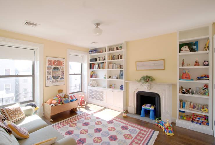 Greenwood Heights Townhouse:  Bedroom by Ben Herzog Architect
