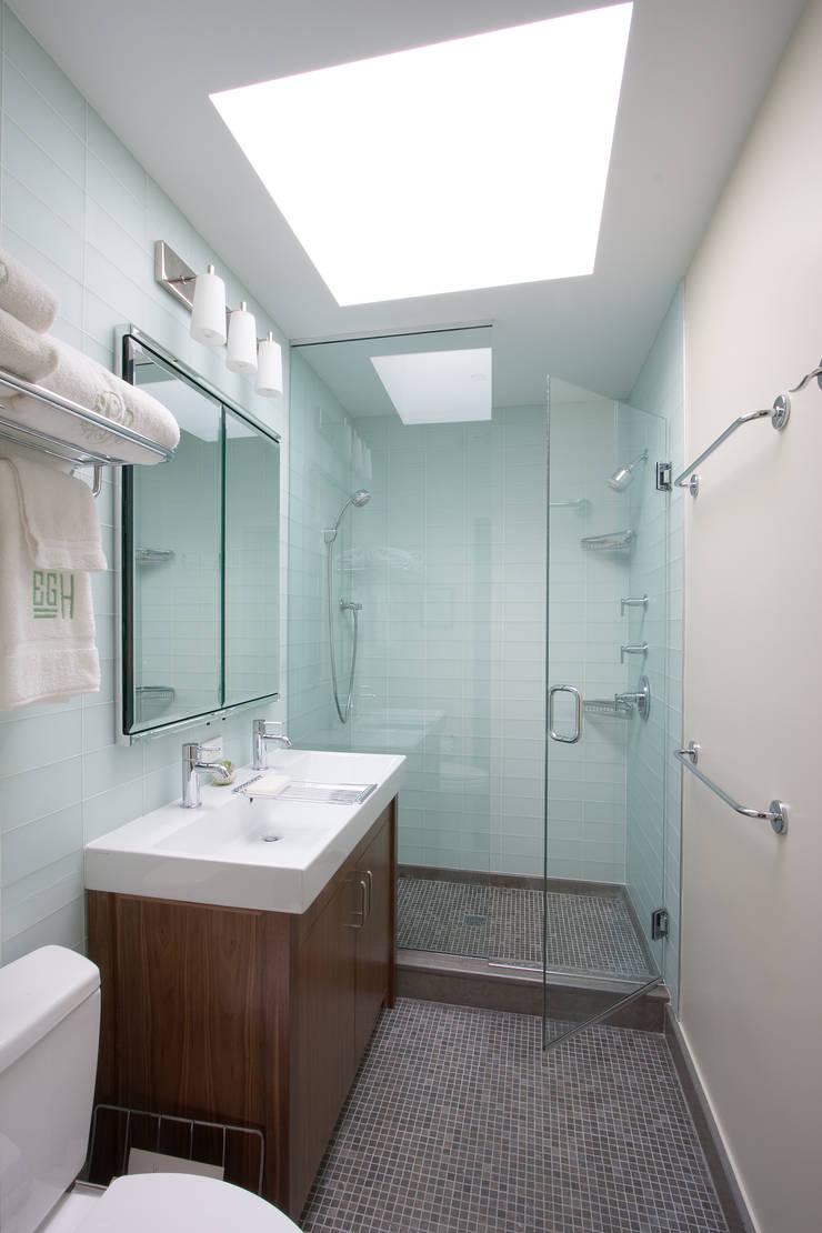 Greenwood Heights Townhouse:  Bathroom by Ben Herzog Architect