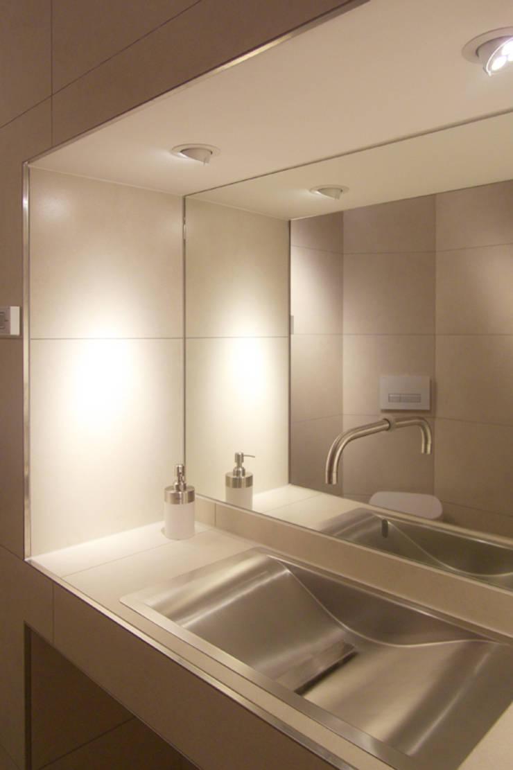 Ванные комнаты в . Автор – smartshack, Минимализм