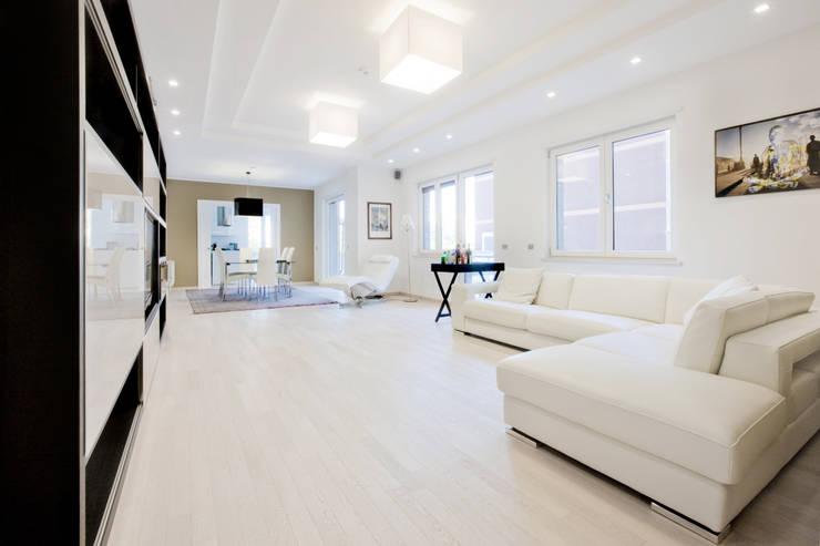 Living room by Emanuela Gallerani Architetto
