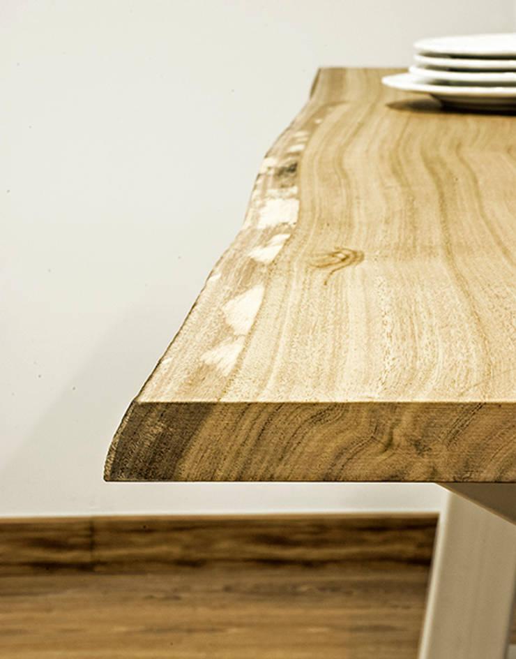Detalle de madera en mesa de comedor de Cube Deco: Comedor de estilo  de Cube Deco