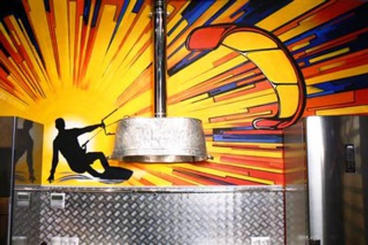 Кухня в стиле «industrial»: Кухня в . Автор – Сделано со вкусом на ТНТ