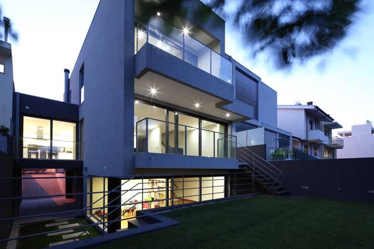 Moradia Unifamiliar Rua Geraldo Kimpell – Valbom Gondomar: Casas  por Albertina Oliveira-Arquitetura Unipessoal Lda