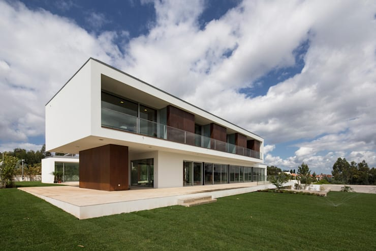 moderne Häuser von Atelier Lopes da Costa