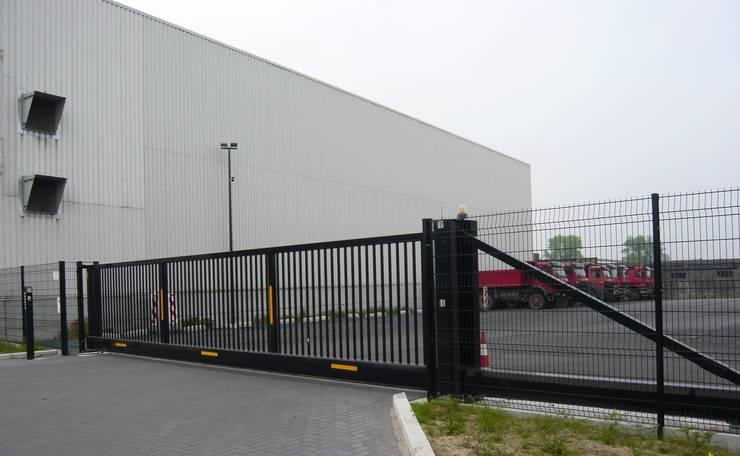 ROBUSTA SCHUIFPOORT MET BEKAMATIC AUTOMATISATIE:  Kantoor- & winkelruimten door Betafence Nv