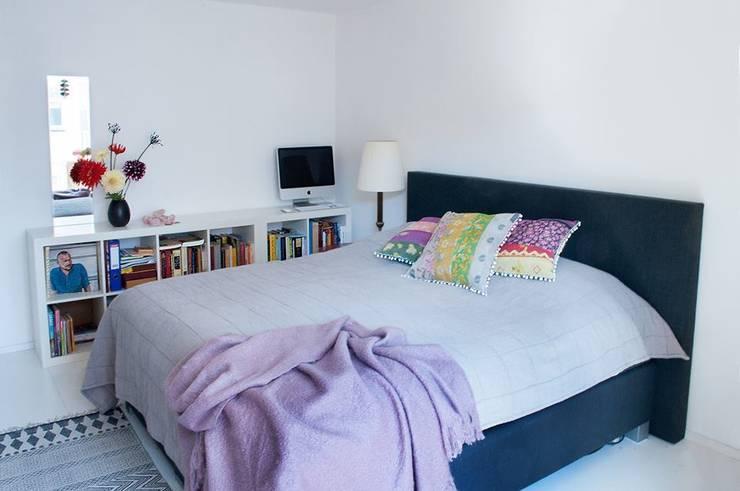 Dormitorios de estilo moderno de IJzersterk interieurontwerp Moderno