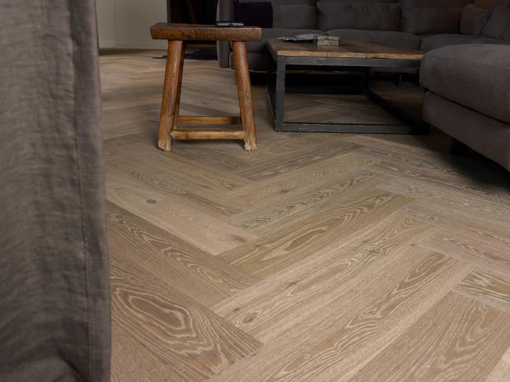 Vloer op maat: landelijke Woonkamer door Nobel flooring