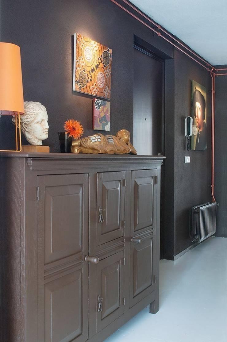 Pasillos, vestíbulos y escaleras de estilo ecléctico de IJzersterk interieurontwerp Ecléctico